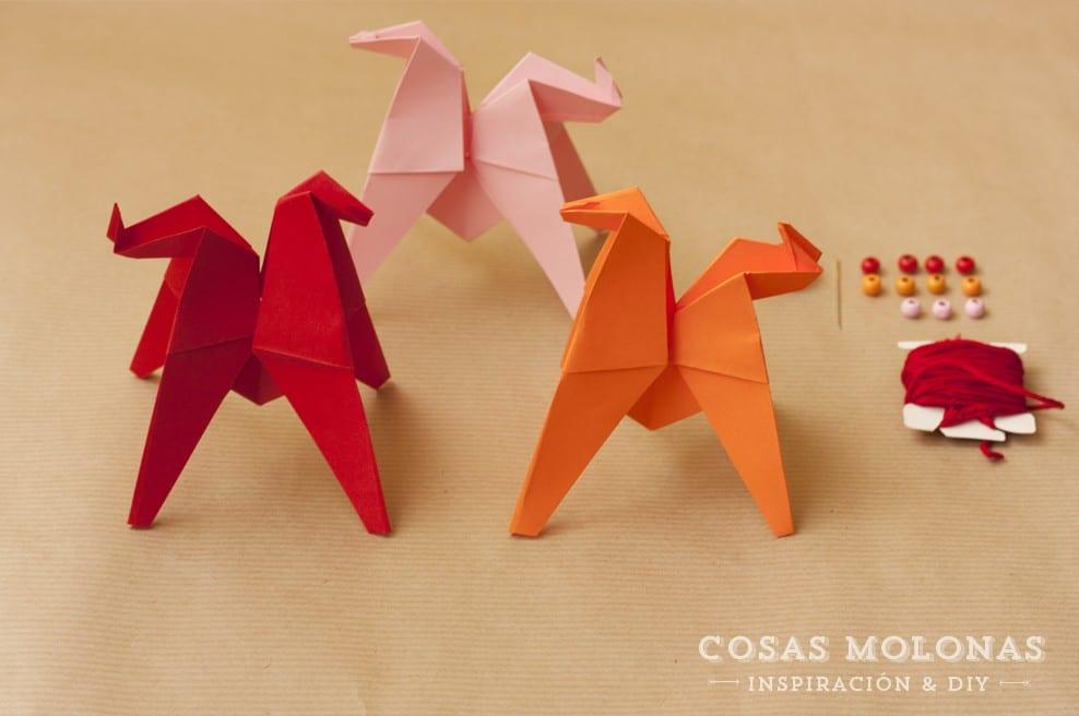 DIY Guirnalda de caballitos de Origami en www.cosasmolonas.com