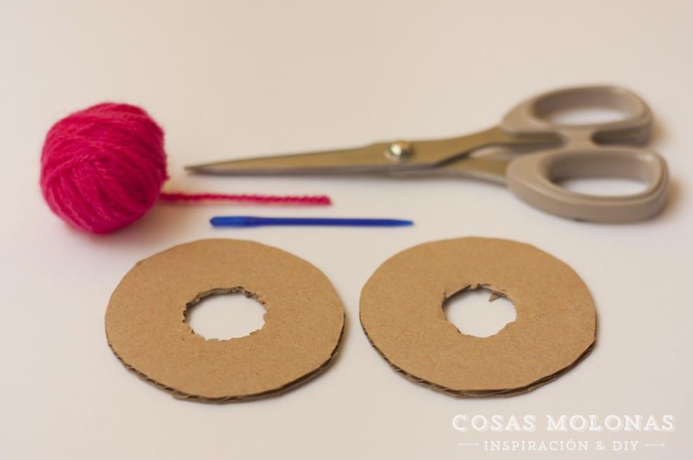 Cómo hacer pompones de lana con cartón