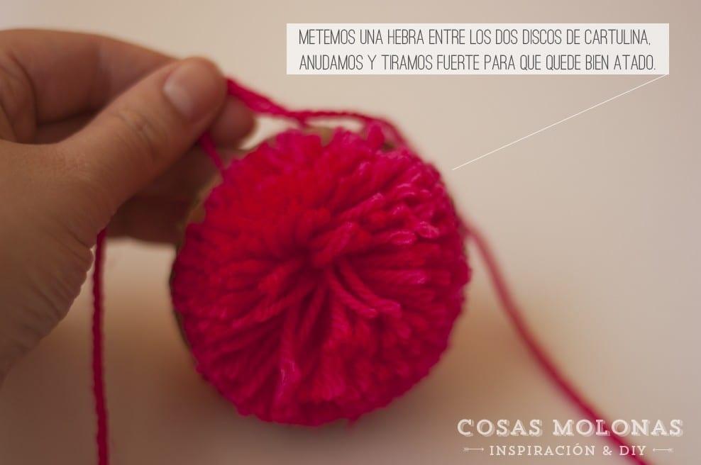 DIY Cómo hacer un pompón en blog.cosasmolonas.com