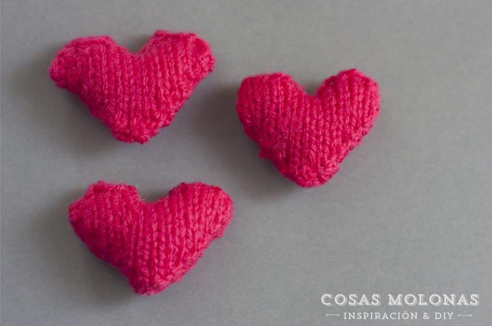 Patrón de punto: mini corazón en blog.cosasmolonas.com