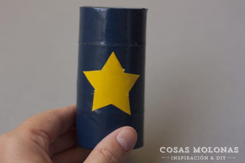 Peque-DIY: Brazaletes de superhéroe con cartón reciclado en blog.cosasmolonas.com