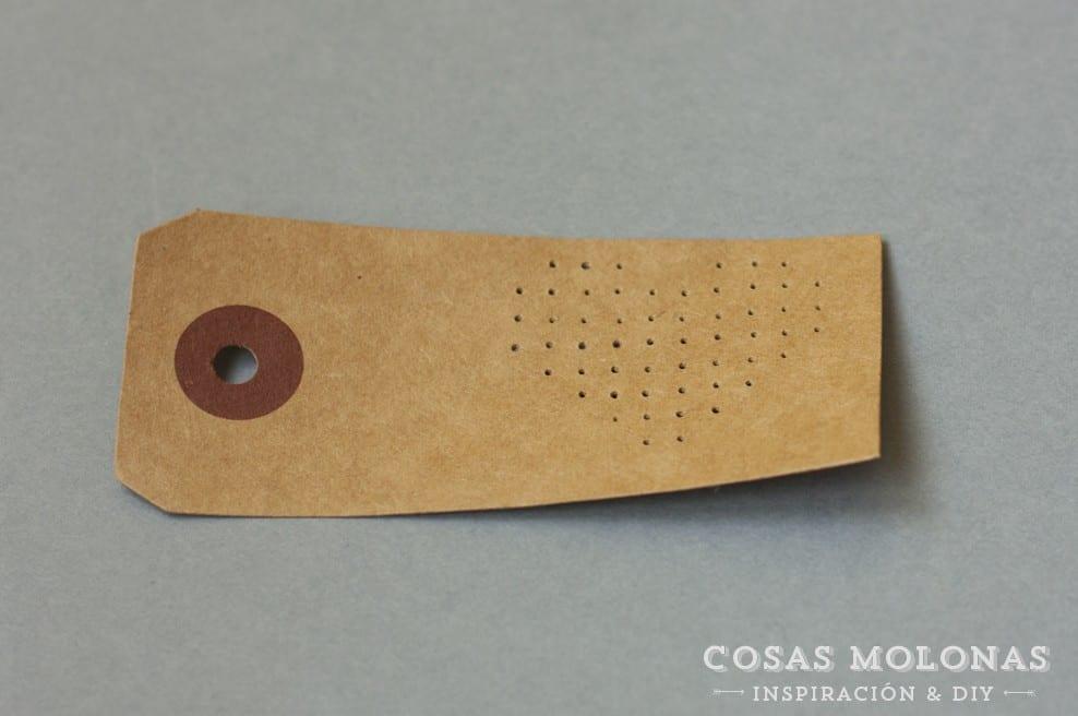 DIY Etiqueta a punto de cruz en blog.cosasmolonas.com