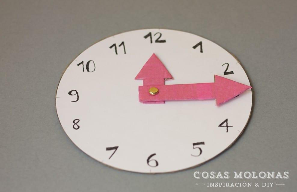 Cómo hacer un reloj de cartón | Cosas Molonas | DIY blog