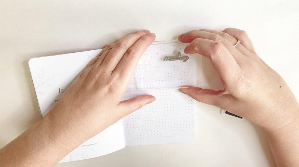 Cómo estampar con sello acrílico