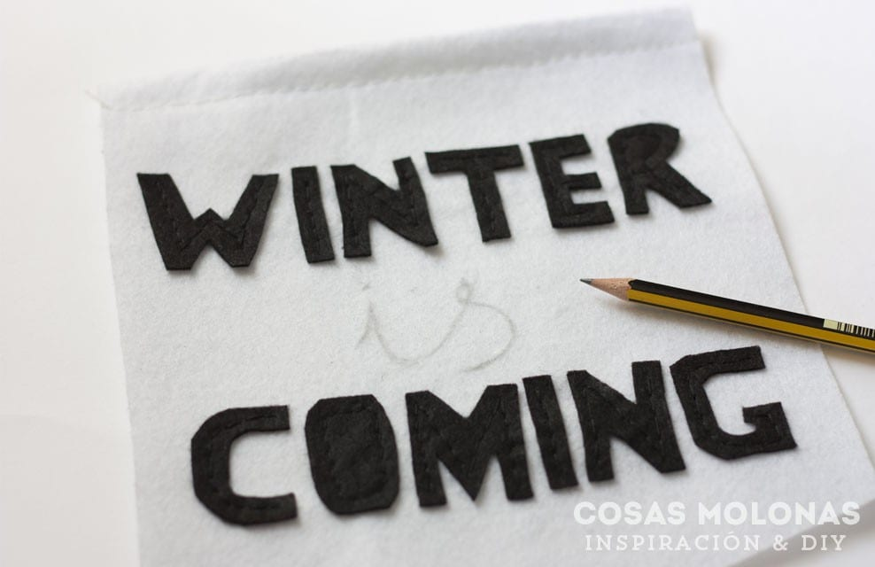 DIY Estandarte de fieltro con tu cita o lema favorito / winter is coming, casa Stark / blog.cosasmolonas.com