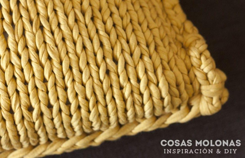 Detalle cojin trapillo cosas molonas diy blog for Cojines de trapillo