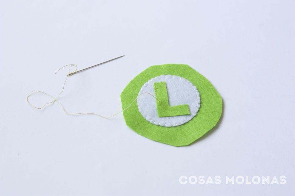 DIY Insignia y broche de Mario y Luigi de Nintendo (plantilla incluida) en blog.cosasmolonas.com