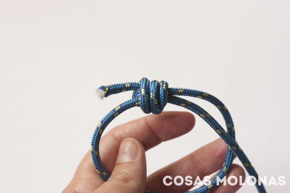 DIY Pulsera unisex de cuerda y dos nudos corredizos en blog.cosasmolonas.com