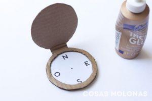 paso-diy-brujula-carton-reciclado