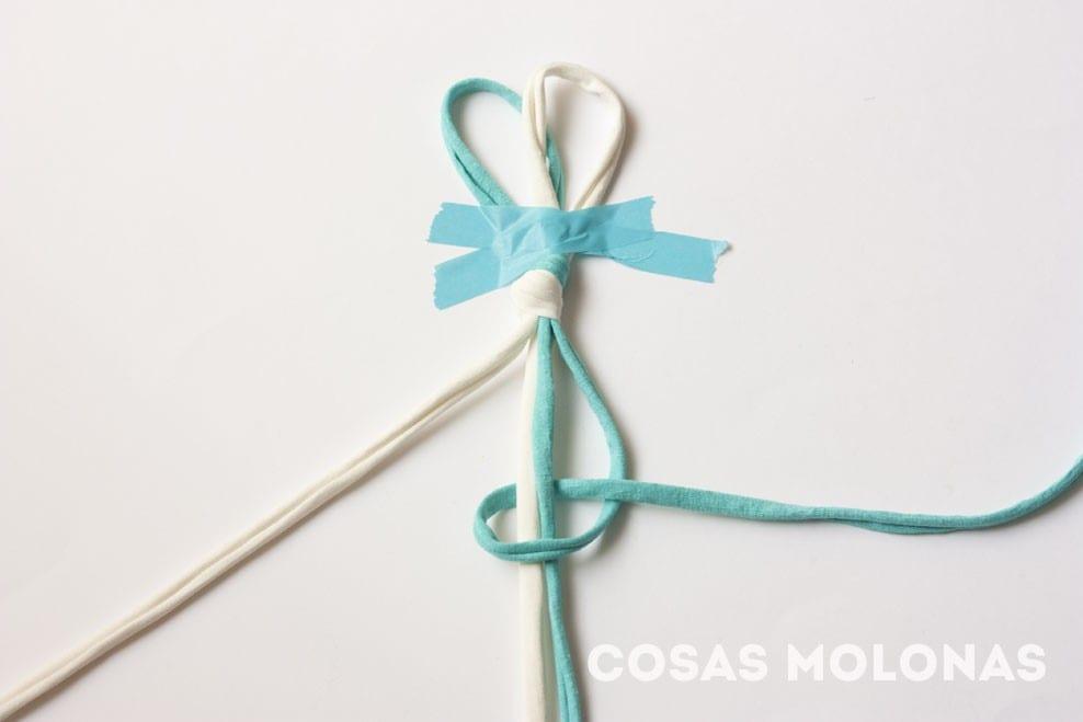 DIY Pulsera sencilla con nudos de macramé en blog.cosasmolonas.com