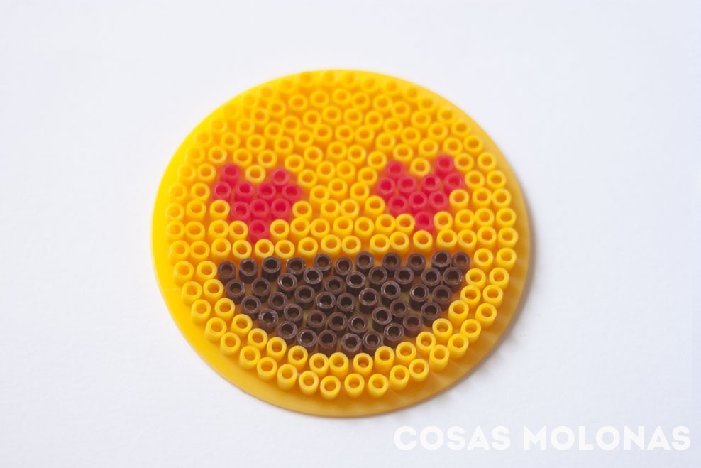 DIY Emoji románticos con Pyssla o Hama Beads