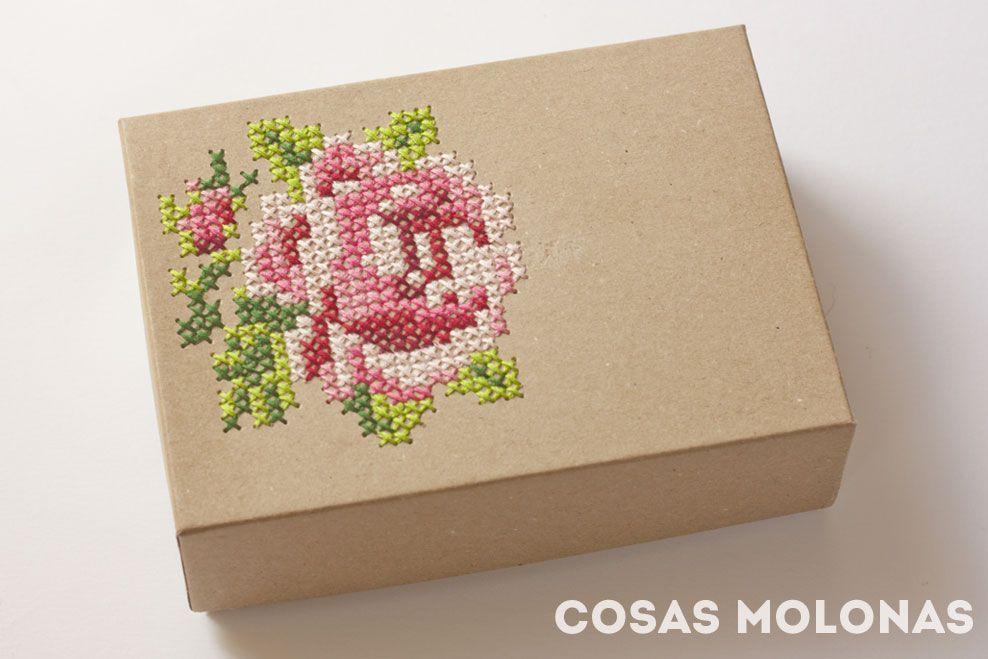 Diy caja de cart n bordada a punto de cruz cosas molonas diy blog - Cajas de carton bonitas ...