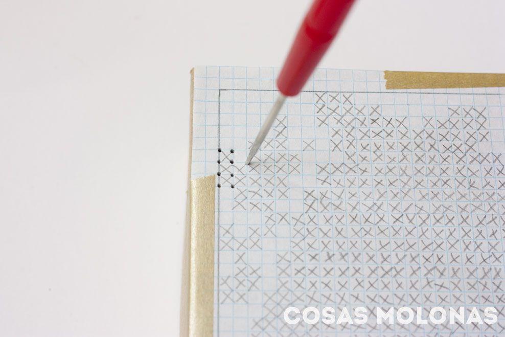 DIY Caja de cartón bordada a punto de cruz | Cosas Molonas | DIY Blog