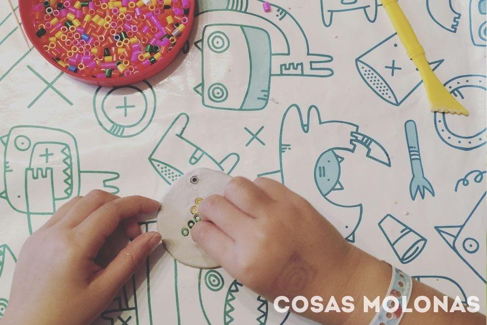 Manualidades para niños: Adorno de pasta de modelar y pyssla