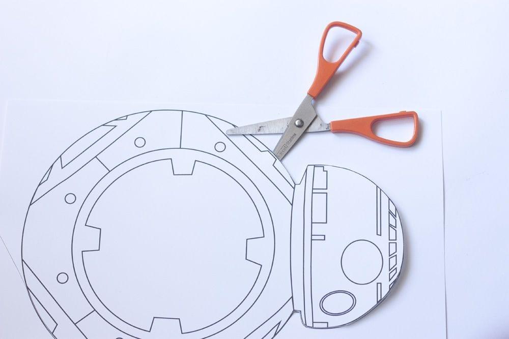 Manualidades para niños: Atrapaluz BB-8 en www.cosasmolonas.com