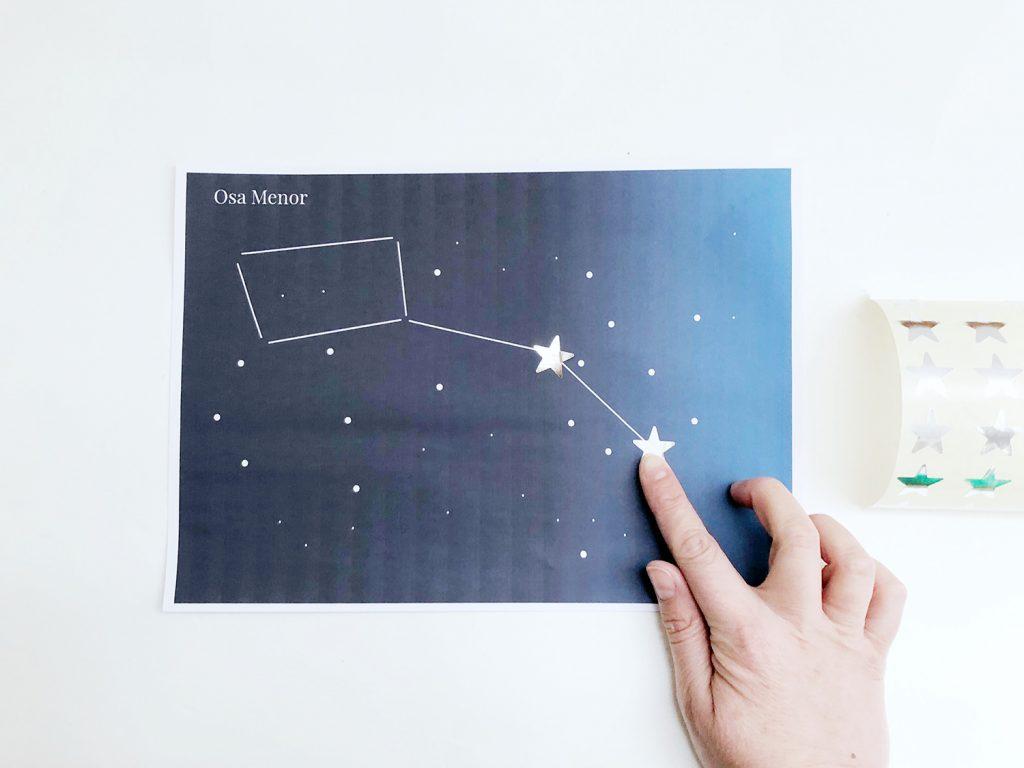 Manualidad de constelaciones para niños